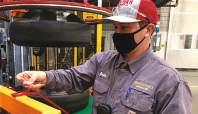 worker-wearing-mask